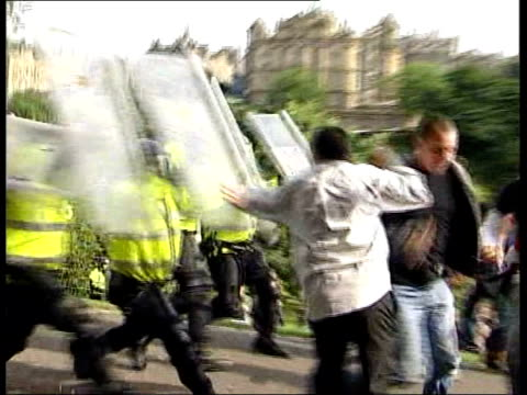 protests security measures tx edinburgh ext riot police with shields clashing with protesters - 機動隊点の映像素材/bロール