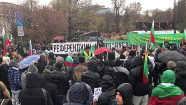 vidéos et rushes de protests were held on november 18 in bulgaria's capital and other major cities against the current government and low standards of living in the... - roumanie