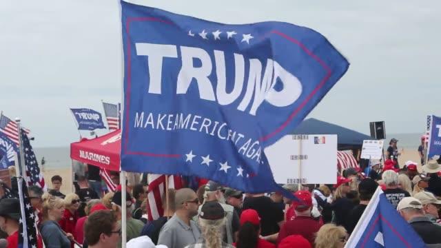 vídeos y material grabado en eventos de stock de protrump march in huntington beach california - partido republicano norteamericano
