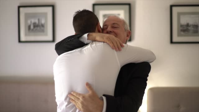 vídeos de stock e filmes b-roll de proud father embracing his son and groom before weeding - filho