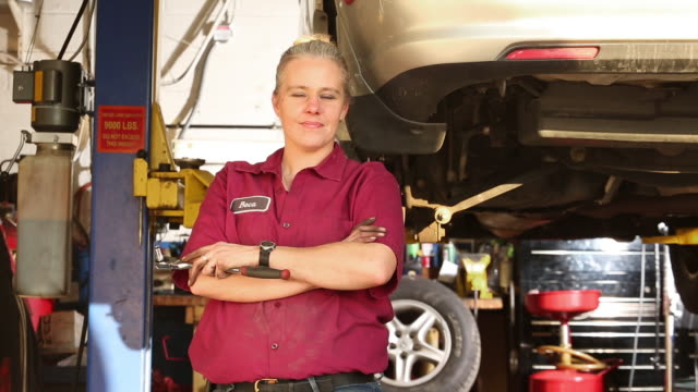 proud female auto mechanic - short sleeved stock videos & royalty-free footage