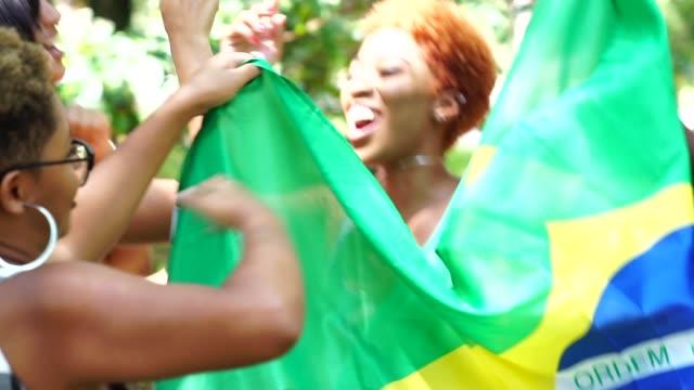 vídeos de stock, filmes e b-roll de orgulho de ser brasileira - política