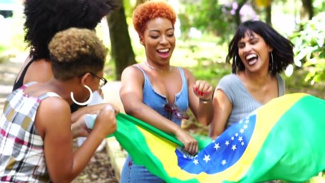 vídeos de stock, filmes e b-roll de orgulho de ser brasileira - alegria