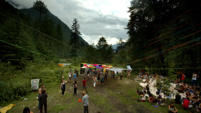 vídeos de stock e filmes b-roll de a psytrance rave in the himalayas - 1970 1979