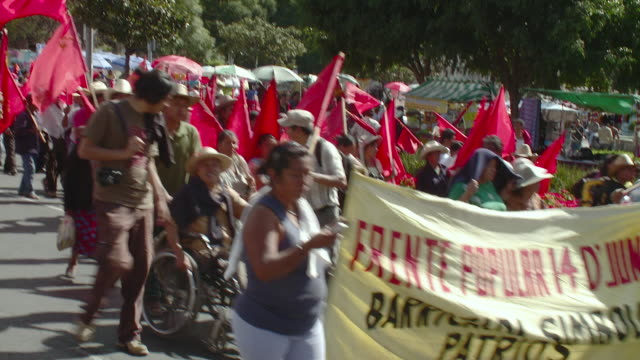 ms public demonstrators with red flags / mexico city, mexico - aktivist stock-videos und b-roll-filmmaterial