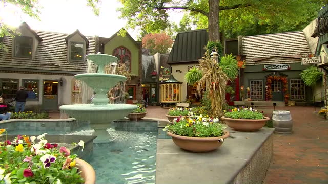 stockvideo's en b-roll-footage met a public fountain in gatlinburg tennessee is seen during the 2013 government shutdown - united states and (politics or government)
