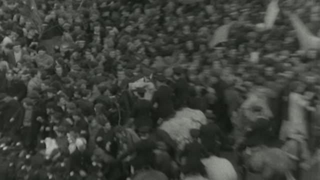 vidéos et rushes de public inquiry into failings of undercover policing set up by home secretary s31070702 1731968 london trafalgar square footage of antivietnam war... - guerre du vietnam