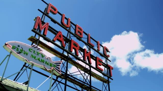 vídeos de stock, filmes e b-roll de public market centre famous fish market seattle usa - pike place market