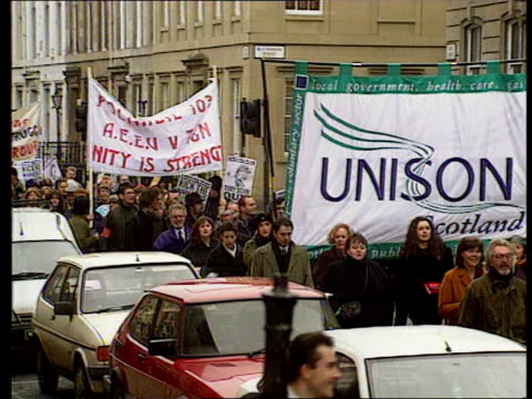 vídeos de stock, filmes e b-roll de public sector strikes over government proposals to limit scope for unions to strike itn glasgow seq unison workers marching thru streets protesting... - sindicato
