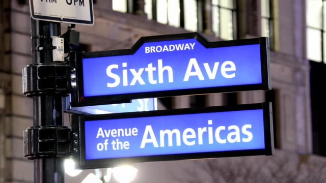 vídeos de stock e filmes b-roll de lapse public sidewalk street sign herald square 34th street midtown manhattan broadway avenue of the americas new york city usa time lapse broadway... - 2013
