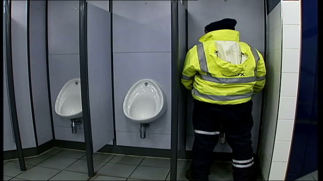 public toilets in london: committee to look at improving facilities; joanne mccartney interviewed sot - should be more provision in london int old... - 小便器点の映像素材/bロール