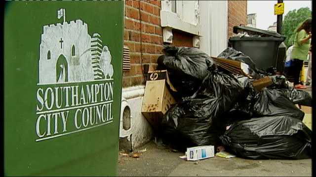 public workers' strike in southampton; england: hampshire: southampton: ext striking unite binmen picketing at side of road and one blowing horn to... - top of the pops stock videos & royalty-free footage