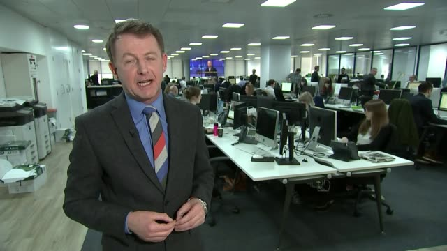 stockvideo's en b-roll-footage met publisher of the daily mirror buys the daily express london back view man working at computer back view worker at desk reporter to camera close shot... - daily mirror