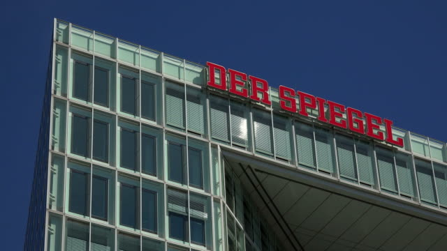 publishing house der spiegel, ericusspitze, hamburg, germany - stor bokstav bildbanksvideor och videomaterial från bakom kulisserna
