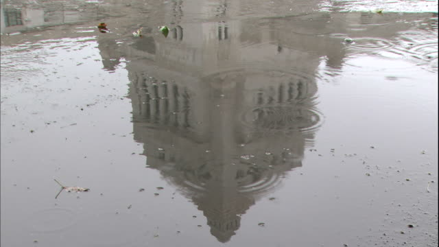 a puddle reflects the national diet building in japan. - parliament building stock videos & royalty-free footage