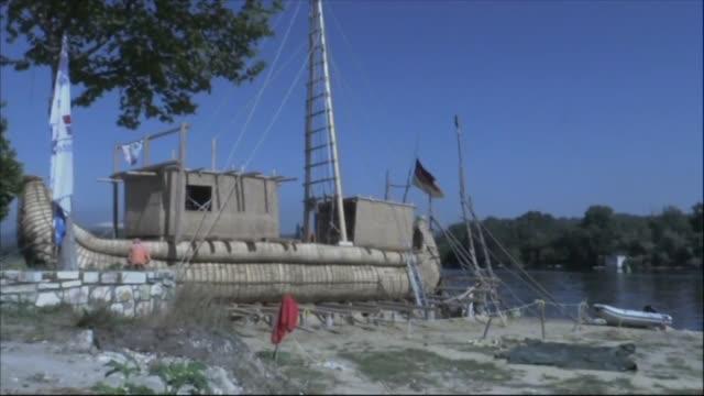 pudieron los egipcios cruzar el mar mediterraneo en barcos de papiro hasta el mar negro hace mas de 4000 anos para comprobarlo un grupo de... - arqueologia stock videos & royalty-free footage