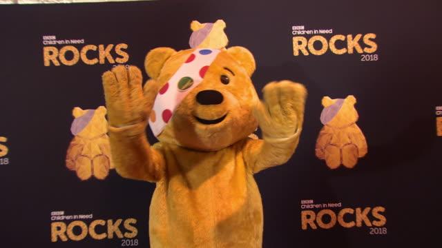 vidéos et rushes de pudsey at bbc children in need rocks - charity concert - bbc children in need
