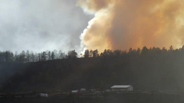 pueblo colorado beulah hill fire wildfire smoke rocky mountain home - pueblo colorado stock videos & royalty-free footage