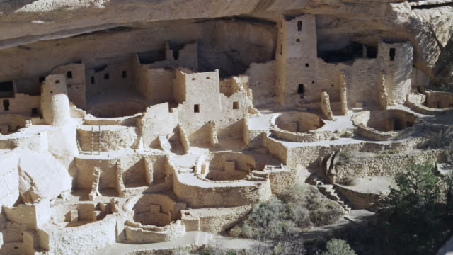 pueblo indian ruins - mesa verde nationalpark stock-videos und b-roll-filmmaterial