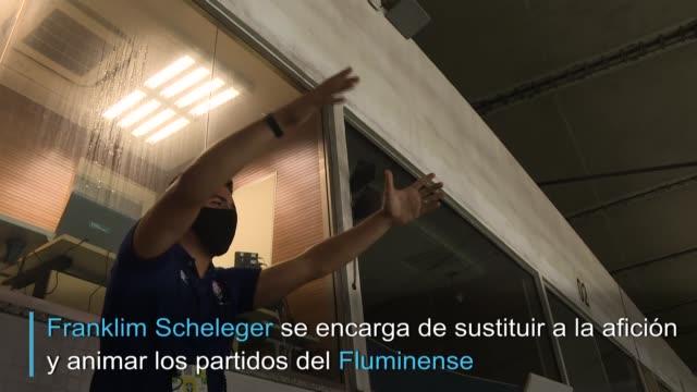 puede que las tribunas estén vacías por la pandemia de coronavirus. pero en los partidos del fluminense, en brasil, el grito de los hinchas sigue... - multitud stock videos & royalty-free footage