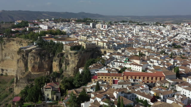 puente nuevo between the canyon and nearby village / ronda, spain - puente video stock e b–roll
