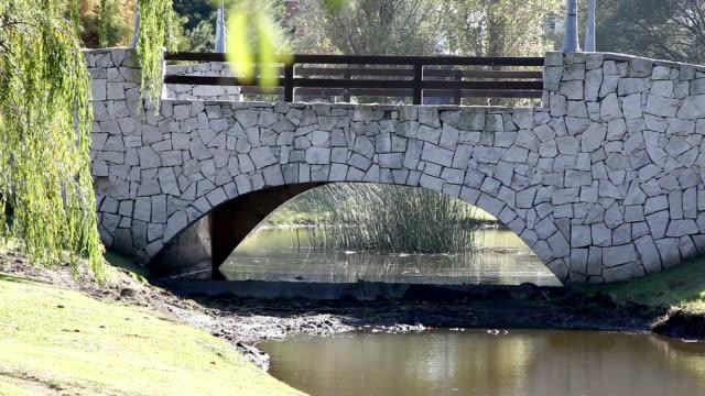 puente pintorezco pequeño - día stock videos & royalty-free footage