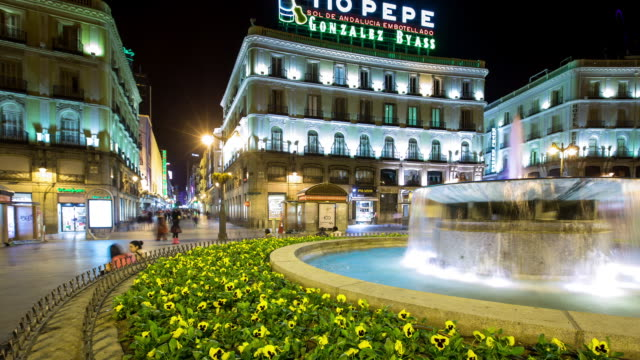 Puerta del Sol by Night - Timelapse
