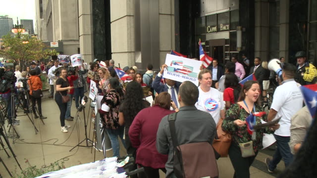 vídeos de stock, filmes e b-roll de wgn puerto rican leaders and allies gathered outside of merrill lynch at 225 w wacker dr in chicago on oct 4 to rally for hurricane aid and debt... - forças aliadas