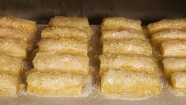 """4 K T/L """" Schnaufend Zucker Teigtaschen in einem Ofen"""