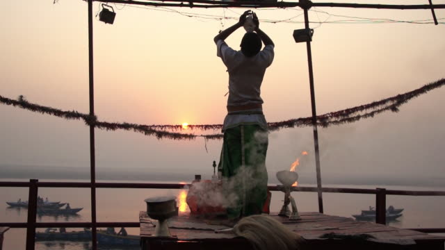 puja performed in varanasi, india - religion stock-videos und b-roll-filmmaterial