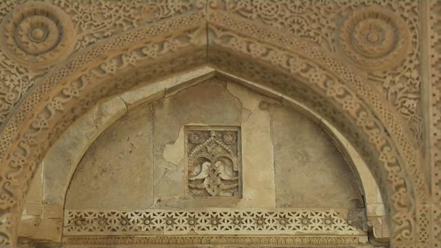 pull back jammi masjid gate lattice work champaner gujarat - グジャラート州点の映像素材/bロール