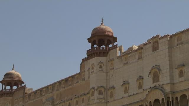 pull back shot junagarh fort bikaner rajasthan india - fortress stock videos & royalty-free footage