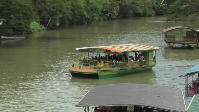 vídeos y material grabado en eventos de stock de pull back shot loboc river boats manila metro manila philippines  - restaurante flotante