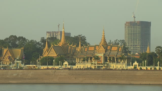 pull back shot royal palace phnom penh cambodia - phnom penh stock videos and b-roll footage