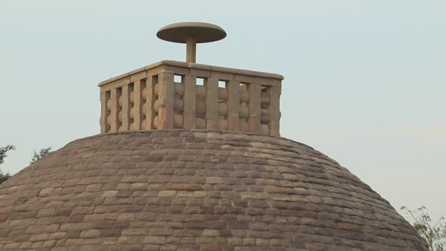 pull back wide shot sanchi stupa front facade sanchi madhya pradesh - stupa stock videos & royalty-free footage
