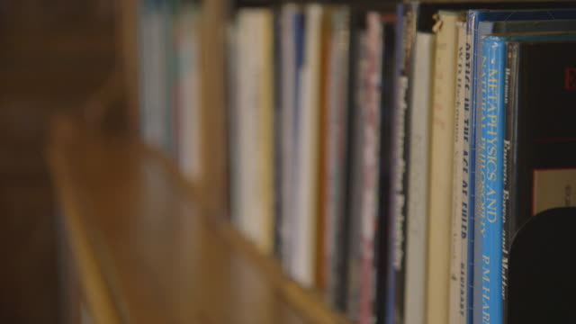 pull focus across scientific books on a shelf - in a row stock videos & royalty-free footage
