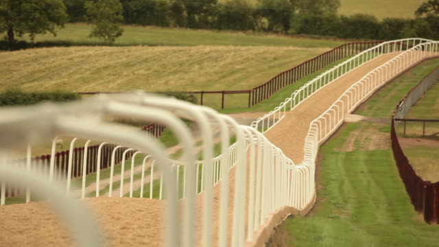 pull focus of a horse racetrack. - pferderennbahn stock-videos und b-roll-filmmaterial