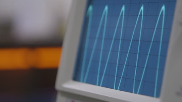 pull focus onto oscilloscope in a lab - oscilloscope stock videos & royalty-free footage