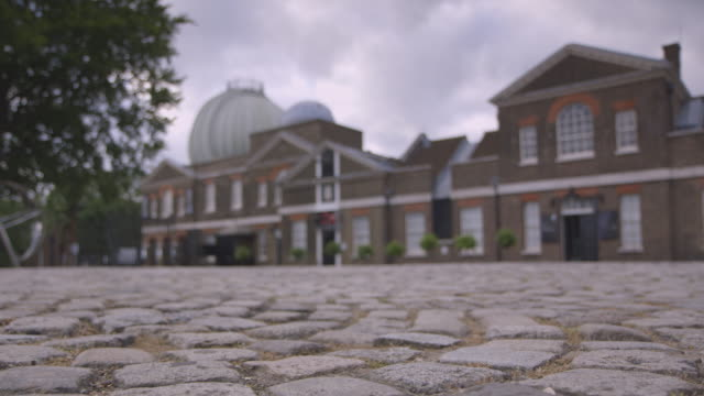ws pull focus onto the royal observatory, greenwich - cobblestone stock videos & royalty-free footage
