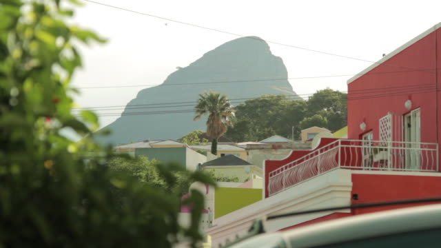 pull focus shot on lion's head mountain from the bo-kaap district of cape town. - lion's head mountain stock videos and b-roll footage