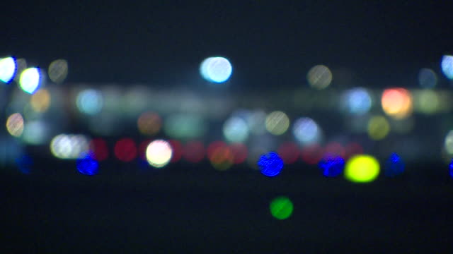 stockvideo's en b-roll-footage met pull focus shot onto a british airways aircraft slowly taxiing on the runway at night at heathrow airport london - differential focus