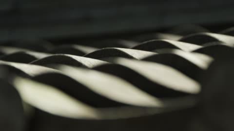 vídeos y material grabado en eventos de stock de pull focus to tiles on roof of gyokudo art museum. - sombra