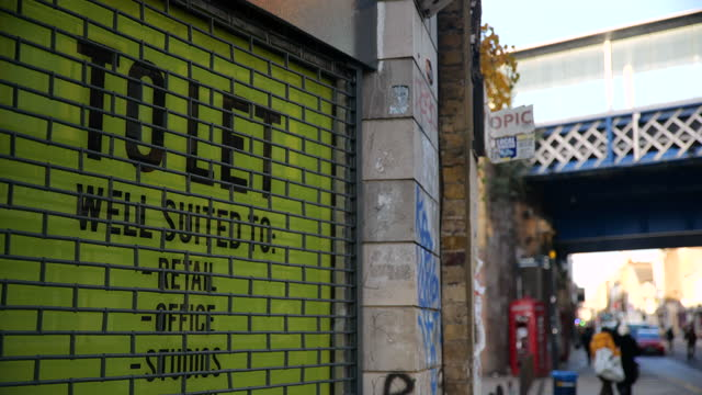 pull focus to 'to let' sign in empty shop front - fade in video transition stock videos & royalty-free footage