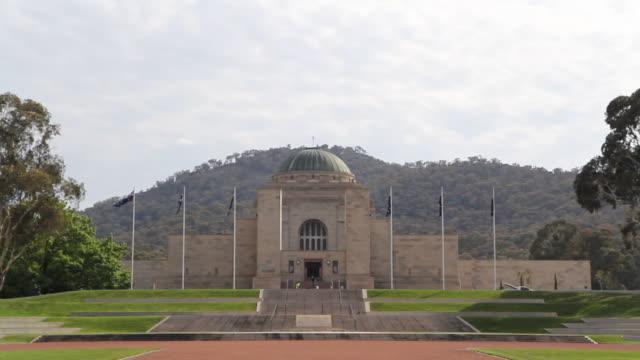 pull out from war memorial exterior - australian politics stock videos & royalty-free footage
