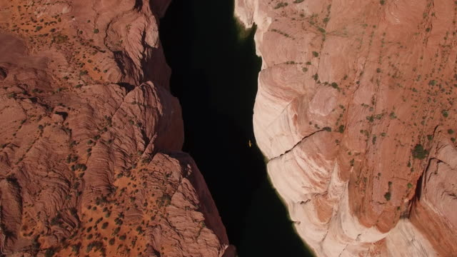 pull up looking down kayakers on lake powell 4k, drone aerial view of kayak and boat on lake powell reservoir and colorado river, with beautiful sand stone formations and water grand canyon located in glen canyon, arizona - lake powell stock videos and b-roll footage