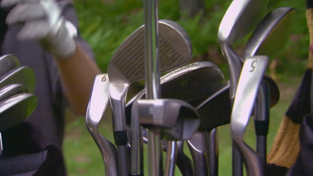 pulling clubs from bag - golf bag stock videos & royalty-free footage