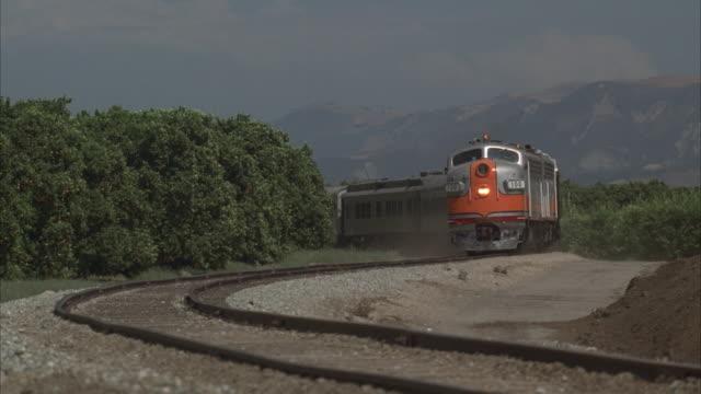 ms, cu, pullman type train passing by camera, usa - nähern stock-videos und b-roll-filmmaterial