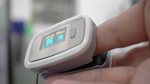 pulse oximeter - oxygen stock videos & royalty-free footage