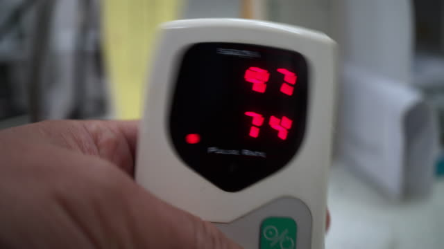 pulse oximeter - instrument of measurement stock videos & royalty-free footage