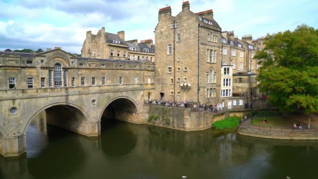 pulteney bridge river avon in bath, england - pulteney bridge stock videos & royalty-free footage